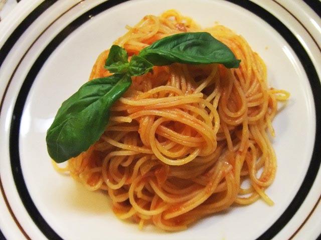 シンプルなトマトパスタ