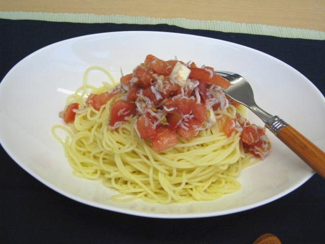 トマトとモッツアレラとしらすの冷製パスタ