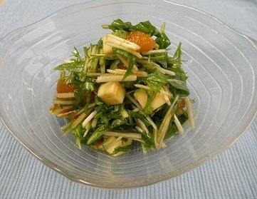 干し柿とチーズの水菜サラダ