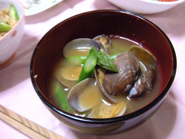 アスパラガスとあさりの味噌汁