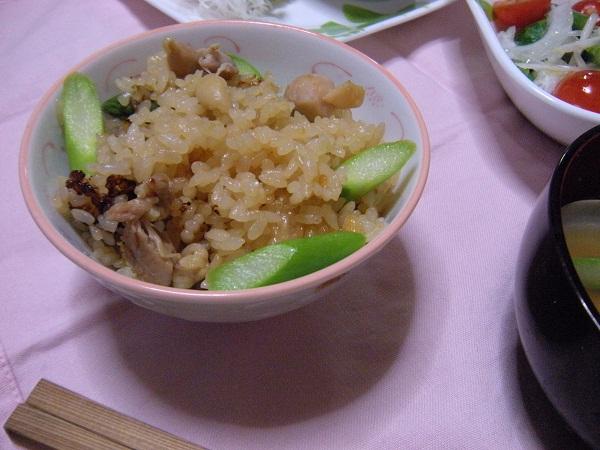 アスパラガスと鶏肉の炊き込みご飯
