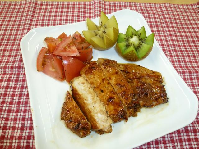 キウイの豚ステーキ