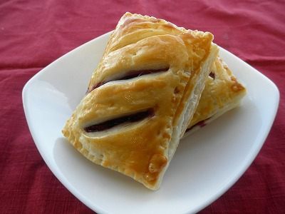 <p>ブルーベリーとクリームチーズのミニパイ</p>