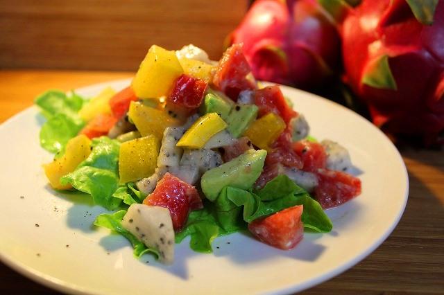<p>ドラゴンフルーツの爽やかヨーグルトサラダ<p>