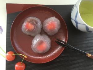 さくらんぼの水饅頭
