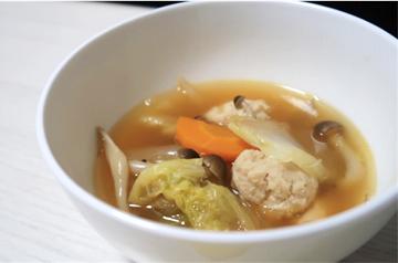 白菜としめじの肉団子スープ